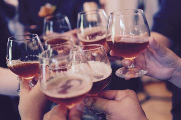 Fin de año, fiestas, brindis y excesos