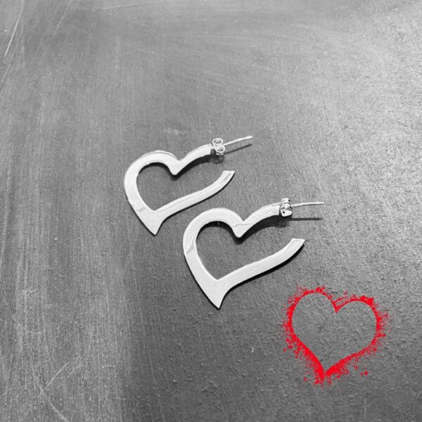 Aretes de corazones grandes