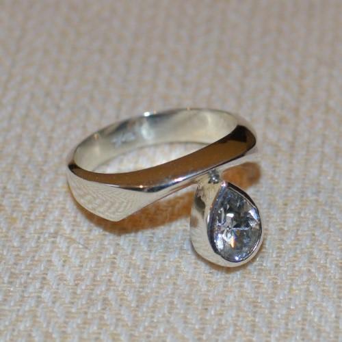 Anillo de plata 925 con cristal gris oxford